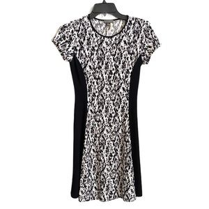 Vince Camuto White and Black Short Sleeve Dress